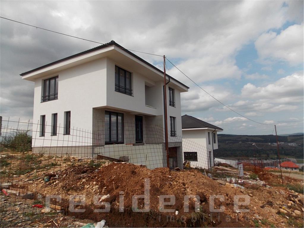 Casa individuala 4 camere, 180 mp, zona Vivo+ Curte 400 mp si Garaj