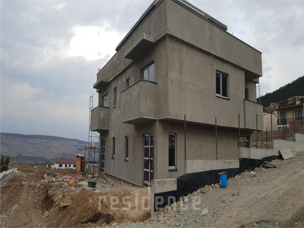Duplex 123mp utili + curte 80mp, terasa 60mp, semifinisat