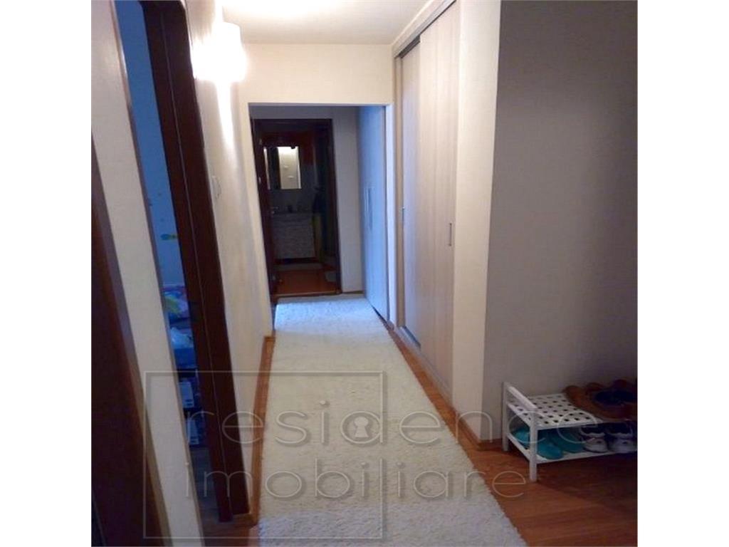 Apartament 4 camere decomandate, etaj 1 in  Zorilor, Piata  Zorilor
