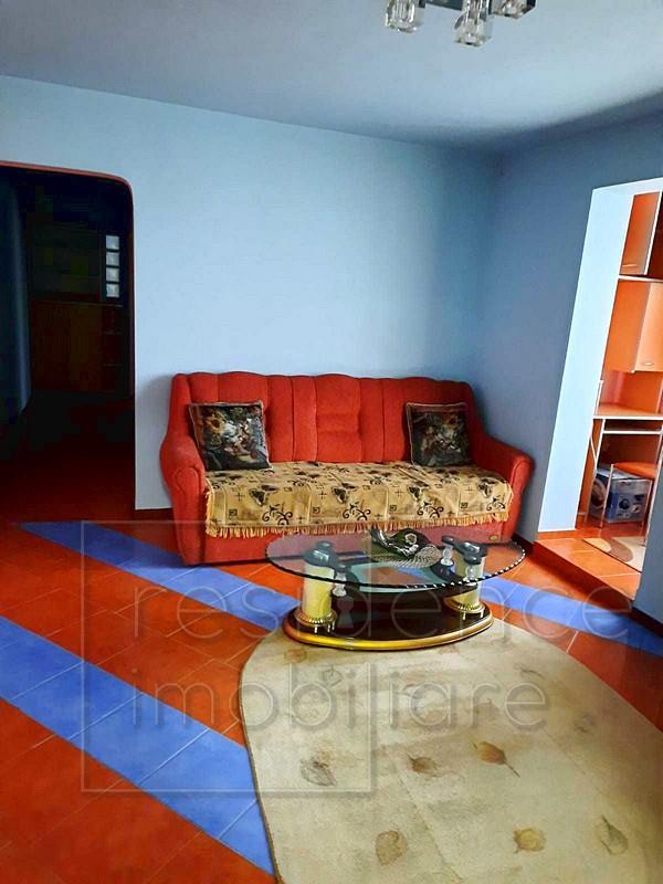Apartament 3 camere, Manastur, zona Piata Flora